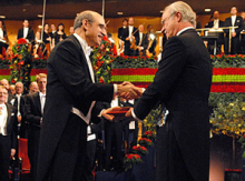 Martin Chalfie receives his Nobel Prize from King Carl XVI Gustaf of Sweden at the Stockholm Concert Hall. (View more images of Prof. Chalfie at Nobel Prize events.)